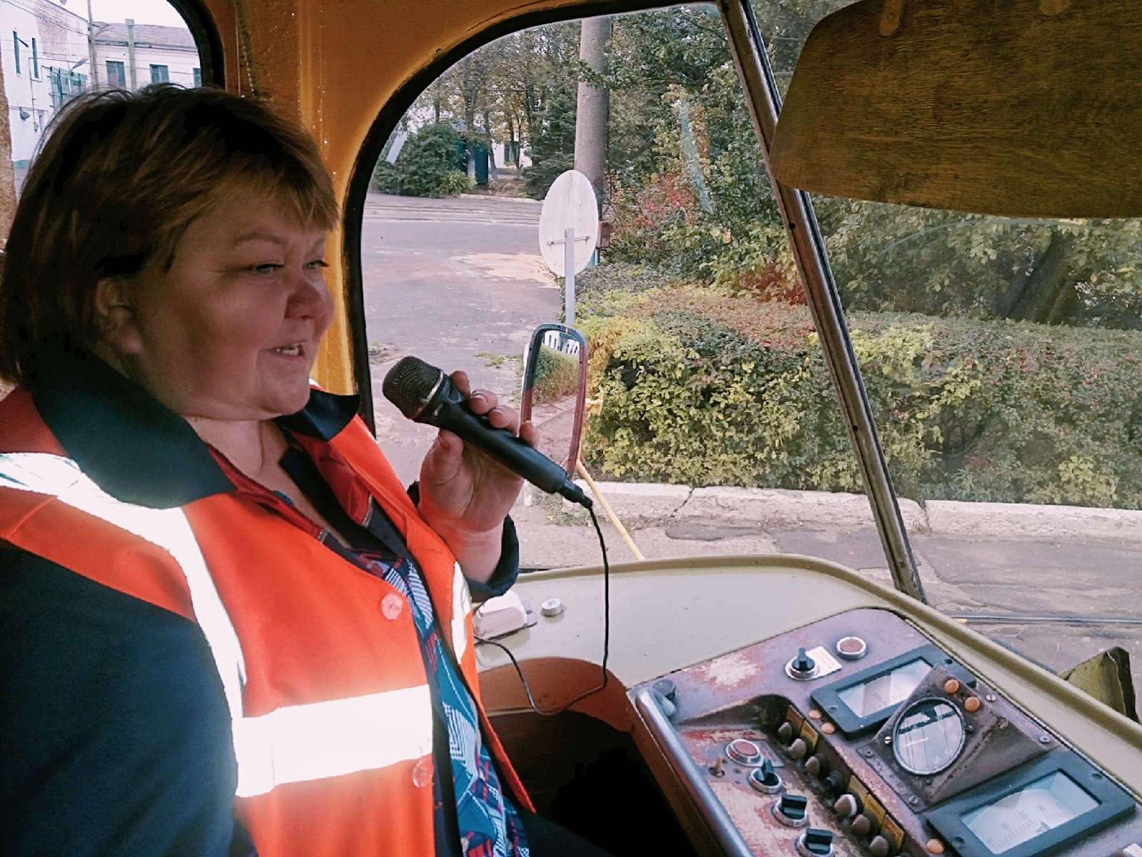 В муниципальном транспорте обновят микрофоны